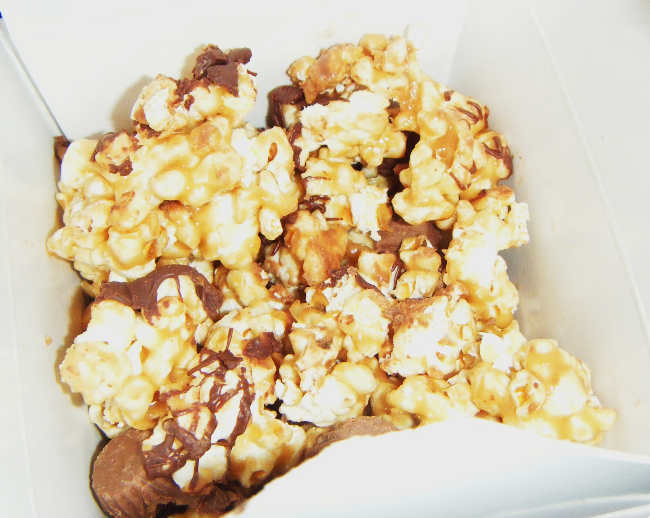 Peanut Butter Caramel Popcorn with Mini Reese's Cups | emandam